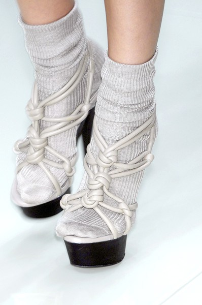 how-to-rock-socks-with-sandals-trend-this-summer-burberry-prorsum-spring-2010