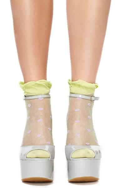 polka-dot-ruffles-socks-with-sandals