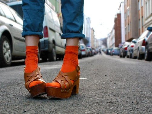 socks-with-chunky-sandals-clogs-trend