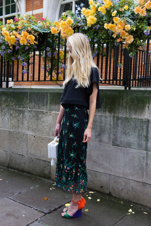 summer-prints-black-top-printed-skirt-multicolored-heels-street-style
