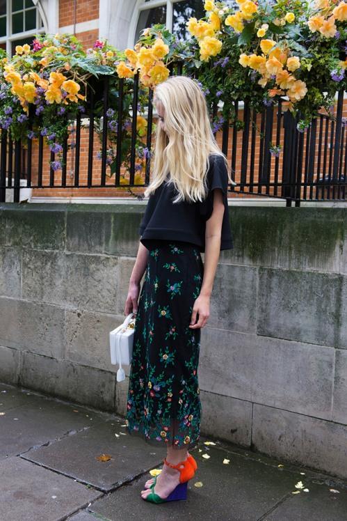 summer-prints-black-top-printed-skirt-multicolored-heels-street-style
