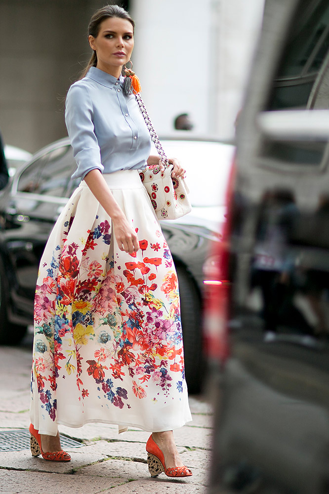 summer-prints-blue-blouse-floral-maxi-skirt-street-style