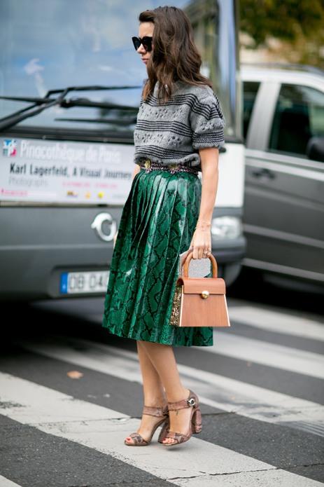 summer-prints-gray-striped-t-shirt-snake-print-skirt-street-style
