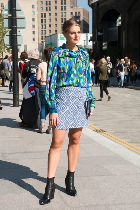 summer-prints-printed-blue-blouse-skirt-black-boots-street-style