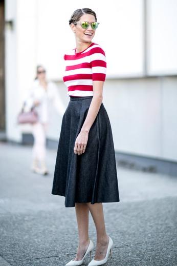 summer-prints-striped-top-navy-skirt-street-style