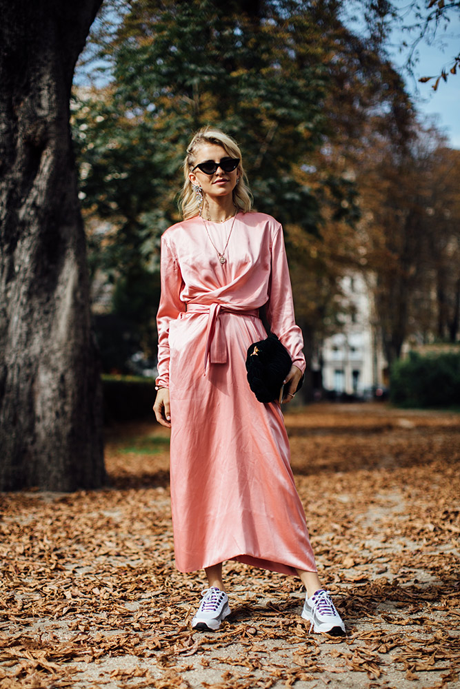 paris-street-style-spring-2018-pale-pink-dress-chunky-sneakers-black-bag-sunglasses